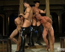 Gay men got bounded by two hardcore gay dominatrix