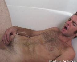 See this gayboy with pissing fetish looks so satisfied